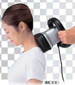 ハンディマッサージ器で首・肩のマッサージ
