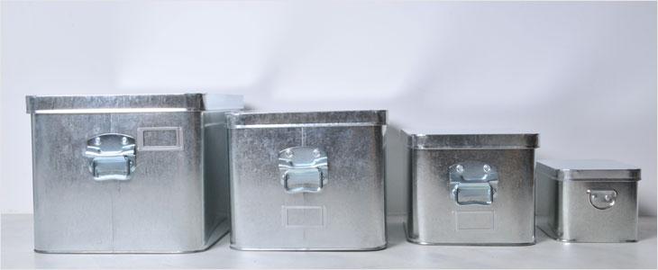 無印良品とトタンボックスとスチールラックのインテリア実例