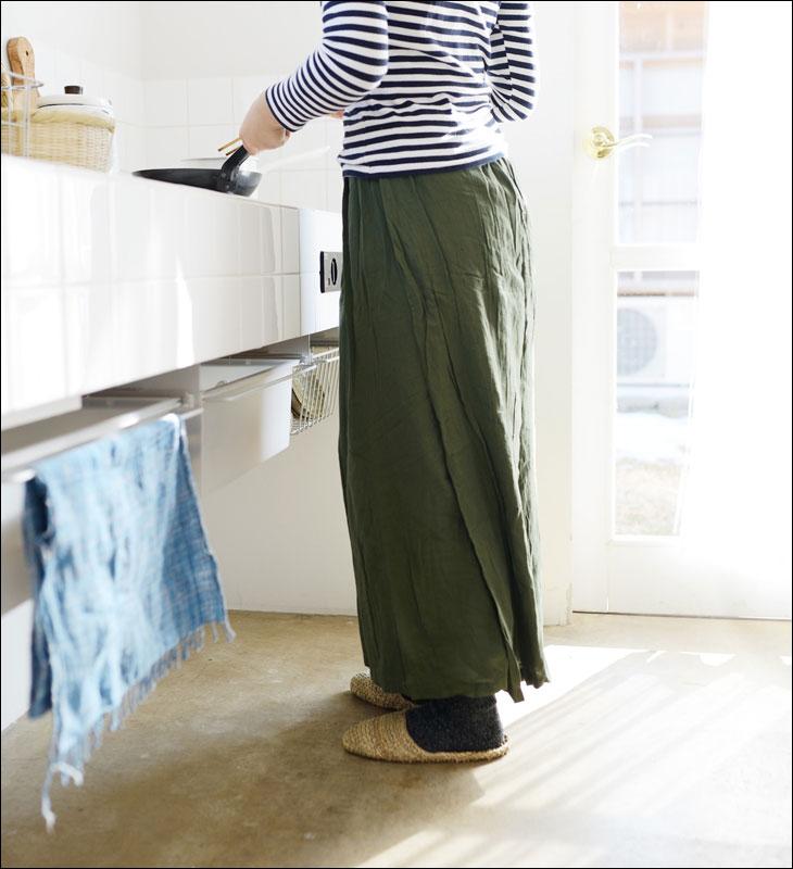 鄭惠中(ジェンフイジョン)さんのパンツスカート