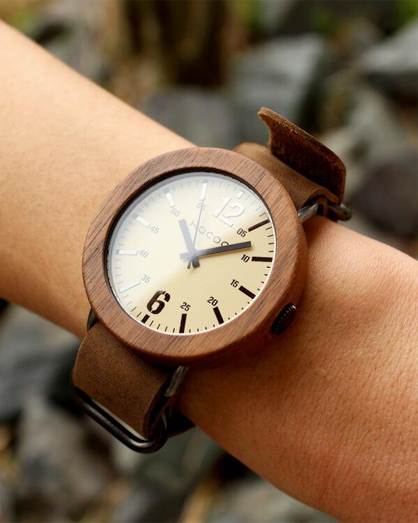 文字盤に本木目を美しく飾った腕時計