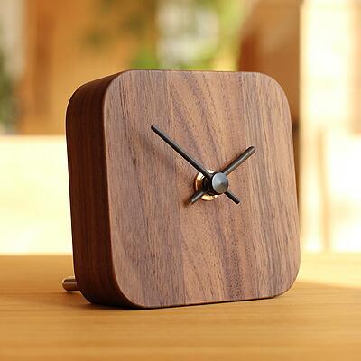 木製のシンプルな卓上ミニ時計
