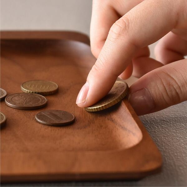 内側はコインが取り出し易い形状に加工してあります
