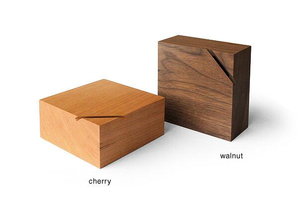 オーク・ウォールナットの木材を使用