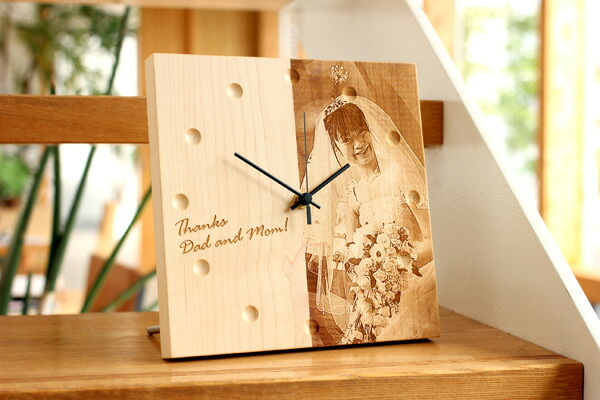 I come for wooden goods with a laser carved seal from a photograph