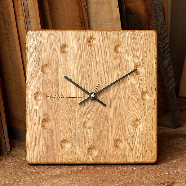 等間隔の集成材の縞模様を活用したおしゃれなブロックストライプ柄の木製時計。