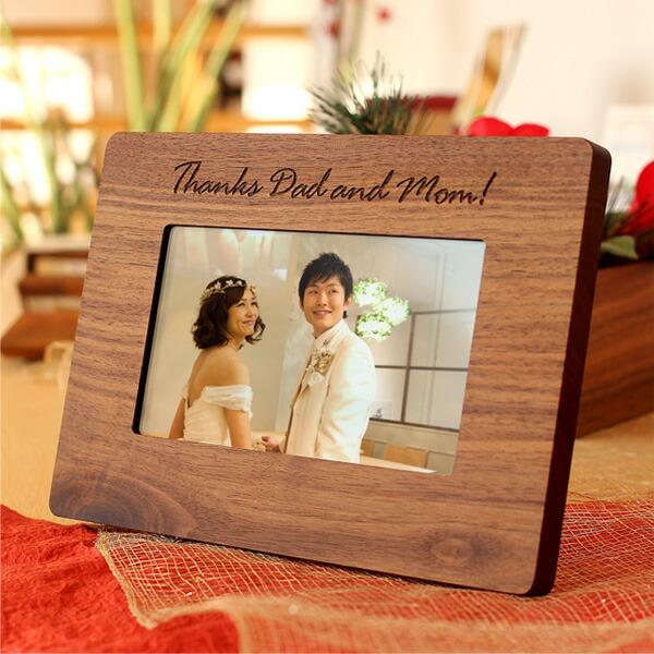 木に名入れをして結婚式の両親プレゼントや卒業祝いに