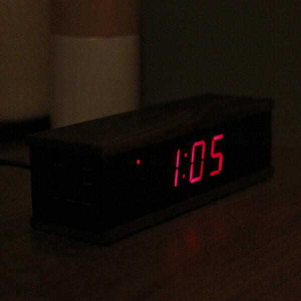 暗闇の中でも視認性の高い赤色LEDを使用したデジタルアラーム時計