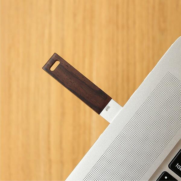木製USBメモリの中にメッセージや写真、ビデオレターを込めて、木の香りと共に感謝の気持ちを贈ってみませんか?