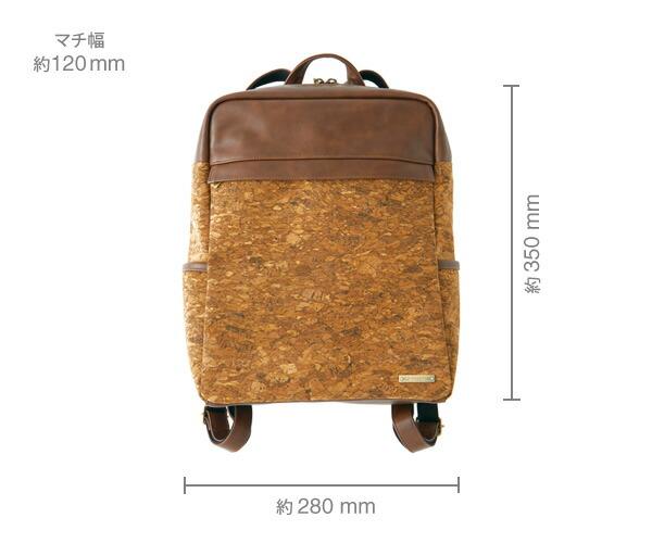 すっきりとした四角いフォルムが印象的なバックパック・リュックサック「CONNIE Square Backpack」