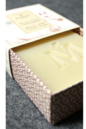 上質な馬乳(メアミルク)にシアバターやカカオバターを加え4週間をかけ作られる馬乳石鹸