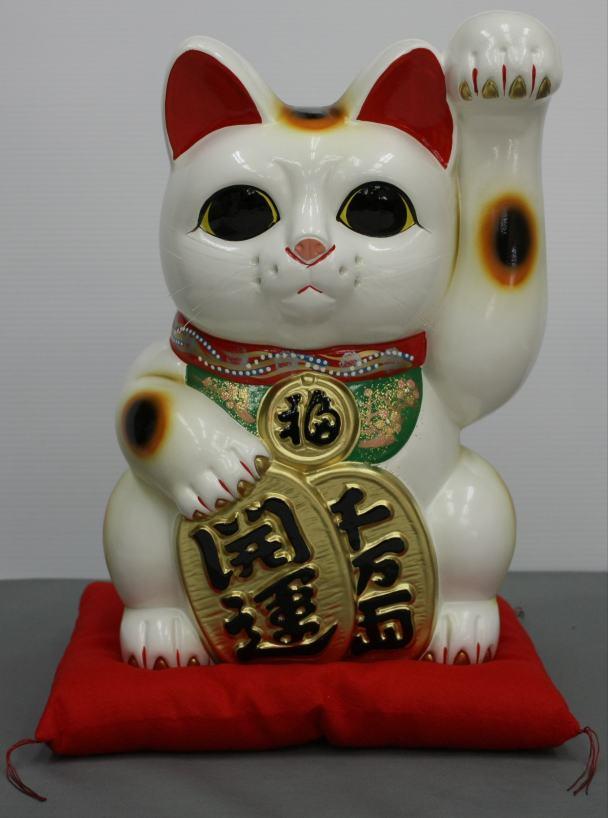 10号開運手長招き猫白(左手)(座布団付)【楽ギフ_包装】【楽ギフ_のし宛書】