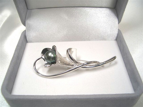 黒蝶真珠のブローチ(箱付き)