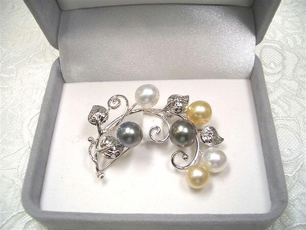 白蝶真珠のブローチ(箱付き)