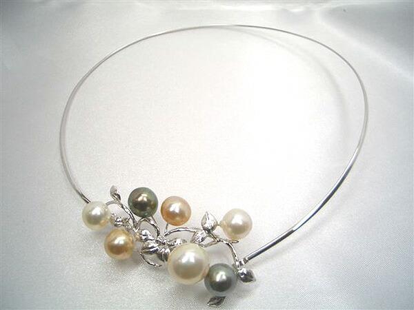 白蝶真珠と黒蝶真珠のネックレス