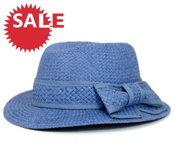 于 1993 年在印度尼西亚巴厘岛留在就职典礼作环球旅行帽子品牌.