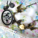 It is clock rabbit Alice in Wonderland of a small bird and the rose glass of the chief of 2 for 5,000 yen necklace mystery Asmo fairy tale with the second place