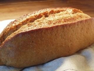 全粒粉100%の小麦でつくっています(岩手県産小麦)