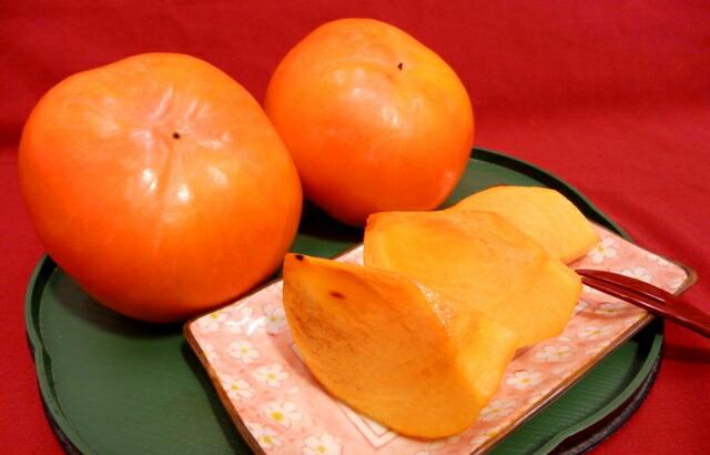 すべての折り紙 折り紙 9月 : あざやかな紅色に色づく富有柿 ...