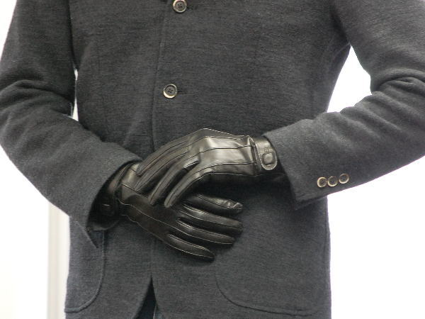 Men's Gloves. Protect your hands while getting the dexterity you need to get the job done with men's gloves from Cabela's. Shop men's cold-weather gloves, fishing gloves, leather gloves, shooting gloves and work gloves from brands like Cabela's, Beartek, Simms, Outdoor Research, , Beretta, Under Armour and more.