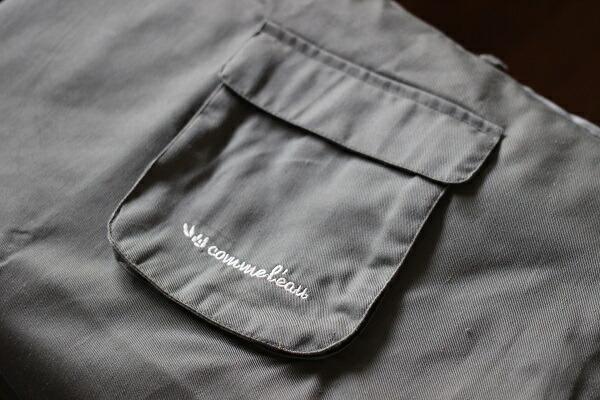 ポケットがたくさんついて動きやすいバラにぴったりのガーデニング用エプロン