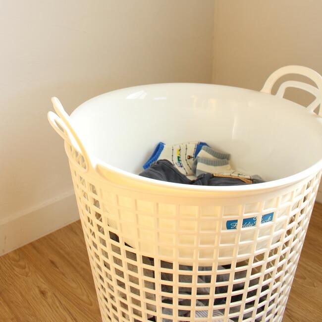 フレディーレック ランドリーバスケット 柔らかい樹脂素材と、まるく大きく開いた取っ手