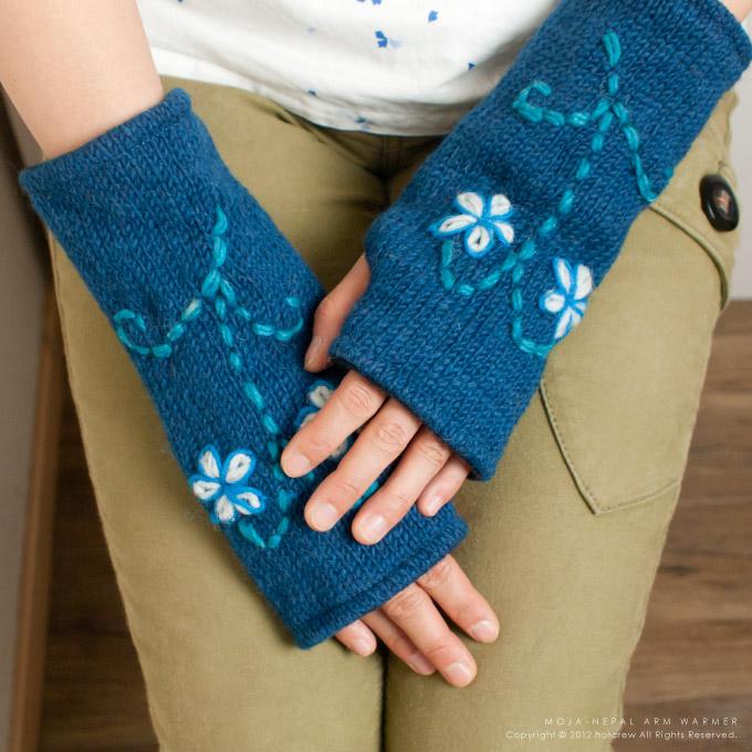 ネパールから届いた手編みの ...