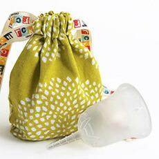 スクーンカップ (送料無料) 生理日をアクティブに快適に。タンポンやサニタリーナプキンにつぐ第3の新しい生理用品 日本女性にも使いやすい生理用月経カップ 色:クラリティ(透明)