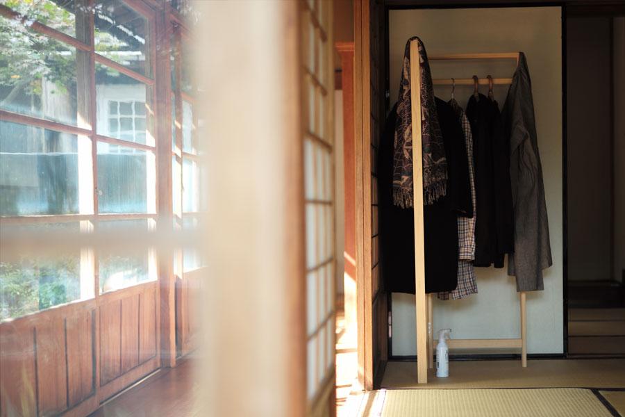 東屋 / 衣桁