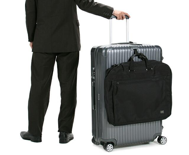 ガーメントバッグとスーツケース