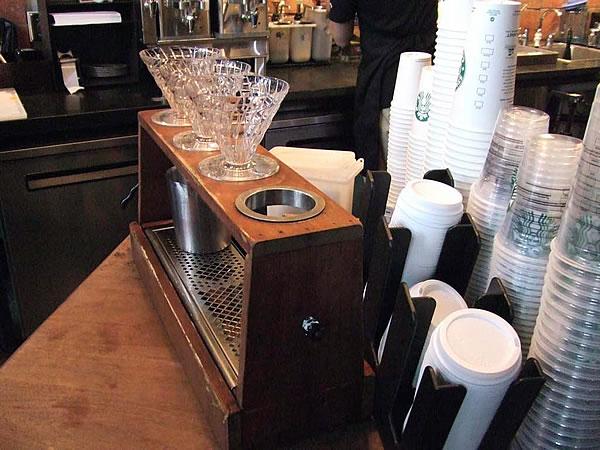 シアトルのカフェのハンドドリップ