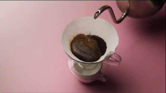 2杯分の粉でホットコーヒー1杯分(120〜140cc)を抽出します