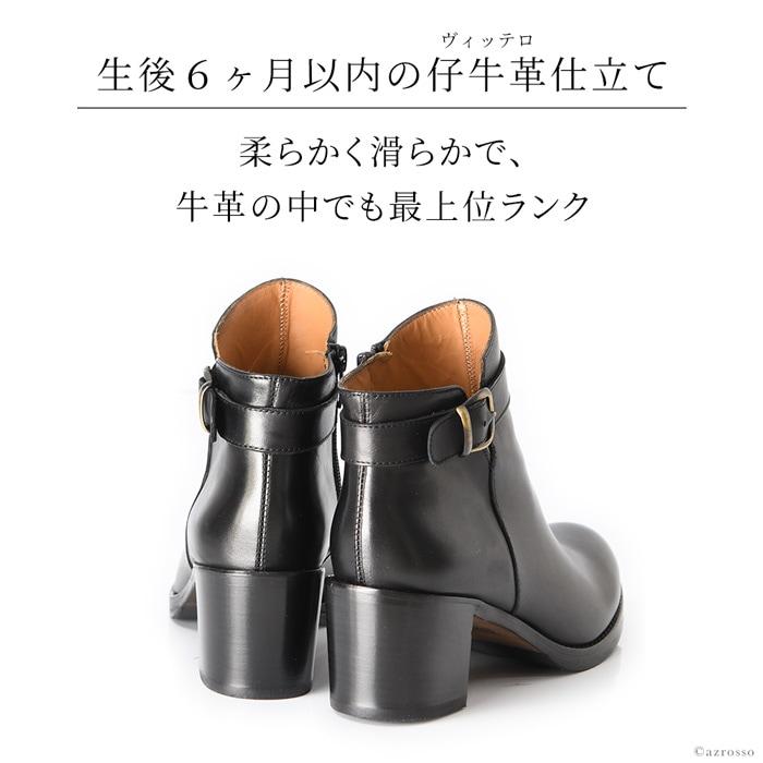 足入れはサイドファスナータイプなので、靴を頻繁に脱ぎ履きする日本人にとっては嬉しい仕様。一見、シンプルに見えますが、前後の丈を変えたり、足首を引き締めて見せるラインなど、細部に脚をきれいに見せる工夫が施されたブーティです。全方位どこから見ても、隙のない完璧シルエット。トレンドに左右されず、長くお使いいただける1足です。
