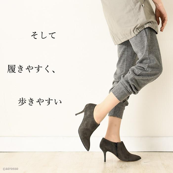 女性の華奢な足首を見せることですらりとスリムな印象に。靴の先端はトンガリなポインテッドトゥで、女性らしさ・セクシーさをより強調。すっきりとした縦長フォルムは足を「長く細く」見せる視覚効果もあります。