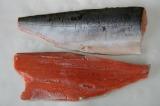 弊社は産地でしかできない秋鮭ワンフローズンフィレーを中心に製造販売しております。冷凍したドレスを解凍して作るフィレではありません。水揚げされた日に三枚に下ろした立ちに冷凍したフィレーで鮮度が違います。