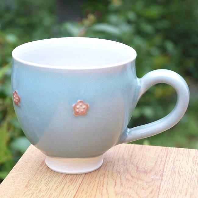 青磁花紋マグカップ