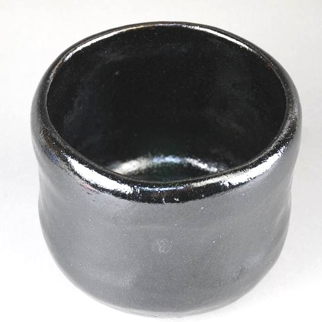 桂窯、伊東桂楽作の赤筒楽茶碗