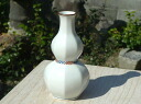 Kiyomizu ware white porcelain side flower-shaped log for celebration student