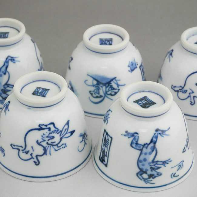 染付鳥獣戯画煎茶碗