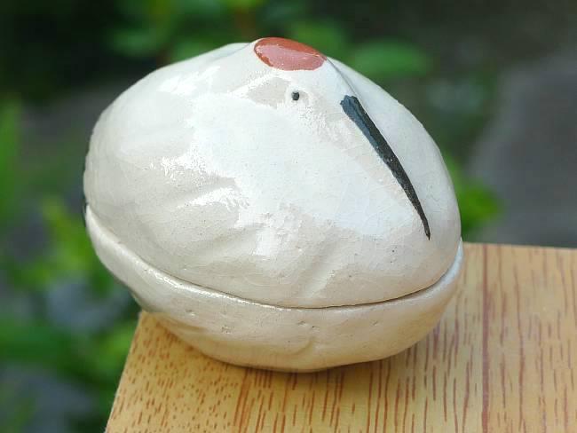 清水焼の窯元松斎陶苑の鶴亀香合