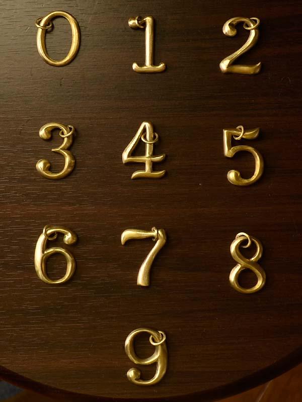 人気 ペンダント ナンバー 数字 キーホルダー キーリング ブラス・ナンバーアクセサリー【送料無料】人気の真鍮製ナンバーアクセサリー ウォレットチェーンや