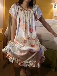 丁裤真丝透明的睡衣图 吊带真丝透明的睡衣图 美女穿透明真丝睡衣