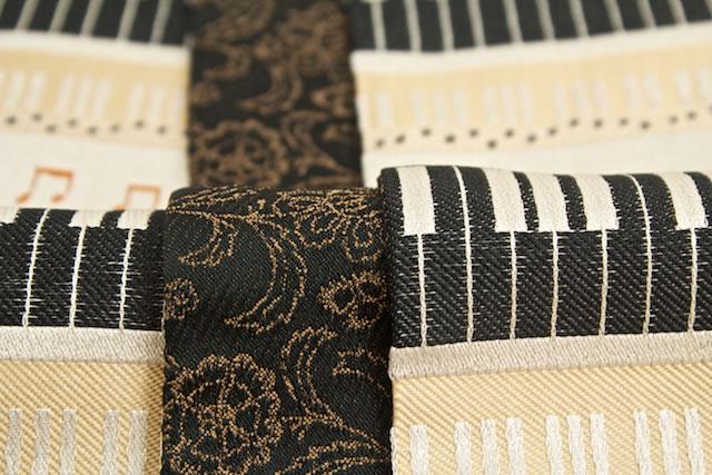 表地はピアノに音符柄がデザインされた半幅帯