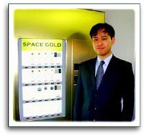 スペースオンライン社長が金の自動販売機を発表。
