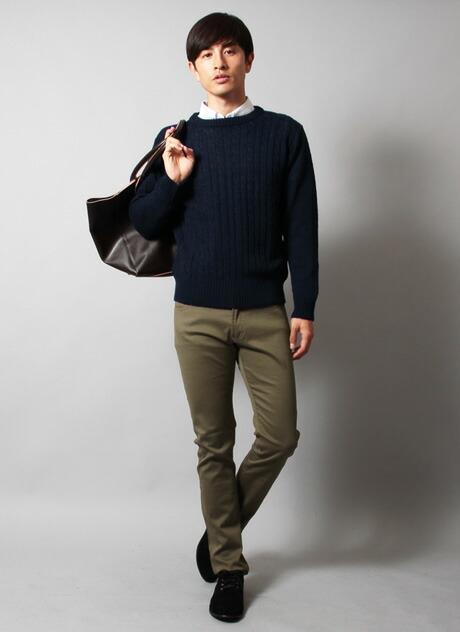 ○30代メンズのおすすめマネキン買い「ネイビーのケーブルニット」 30代メンズもケーブルニットを取り入れて、 今流行のファッションをしたいところ。