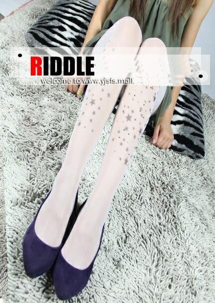 日本穿白长袜女生;