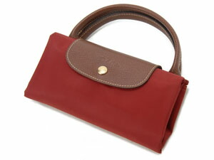 Collection of handbags, clutch bags, collapsible bag, backpack and Longchamp is in, are very popular.