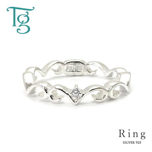 かわいいティアラデザインが小指を飾る、キュービックジルコニア入りシルバーピンキーリング