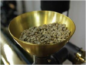 コーヒー豆を焙煎します