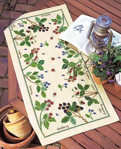 テーブルセンターOlympusクロス刺繍キット1181「ベリー&ベリー」