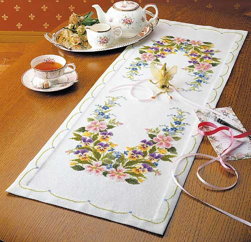 Olympusクロス刺繍キット1190「ワイルドローズのテーブルクロス」